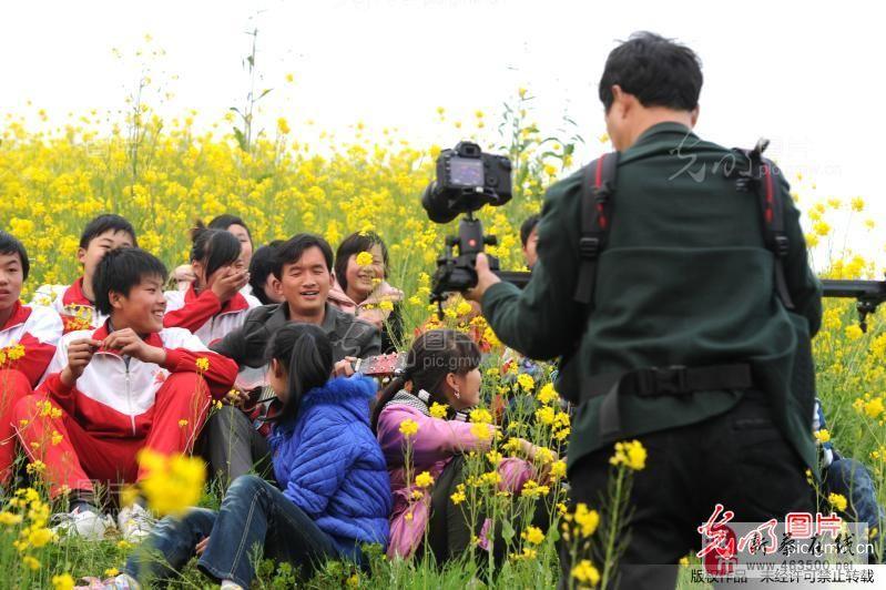 河南新蔡:一小学拍摄留守儿童微电影《走进春天》