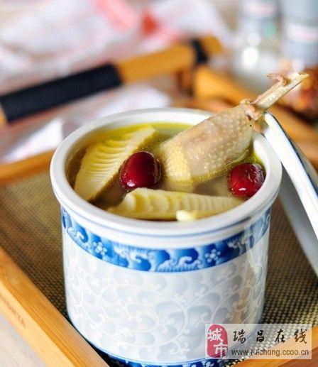 春笋煨土鸡:春季补肝第一鲜汤