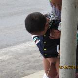 小孩��街尿尿   呼吁文明�耐尥拮テ�