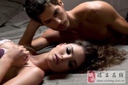 男人为什么喜欢摸女人的胸部