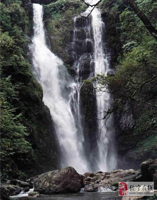 诗画  搭配 望卢山瀑布