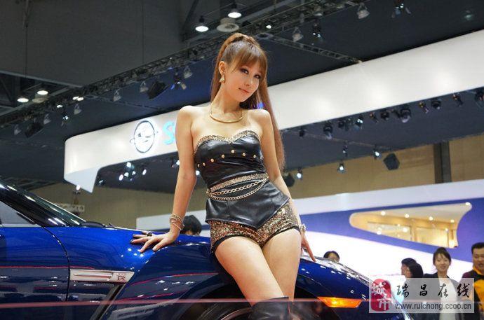 2013首尔车展上的嫩模们:各种可爱各种性感