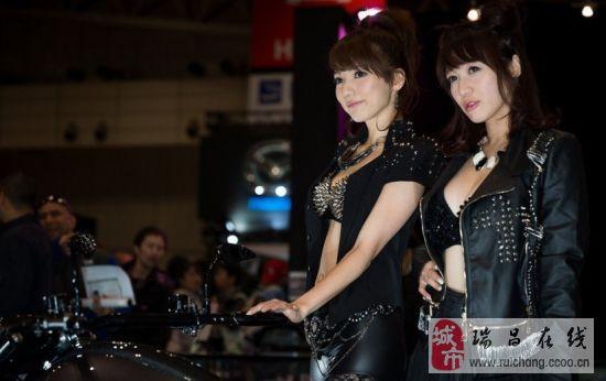 日本大尺度车模又现2013东京车展