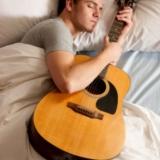 分床睡的男人都在干嘛?