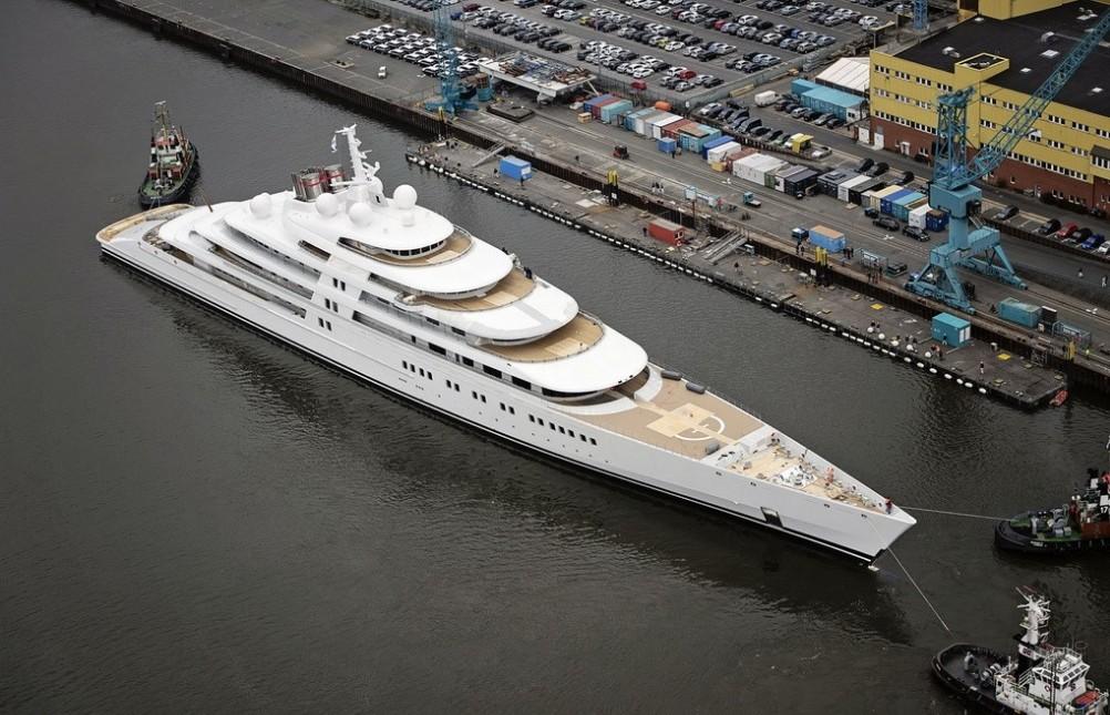 全球最大游艇亮相
