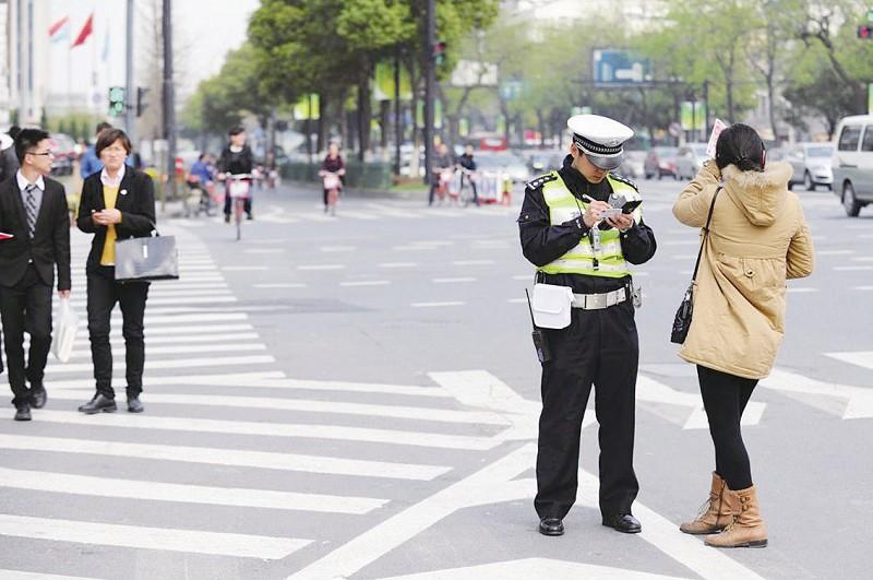 """罚款+集中整治能终结""""中国式过马路""""吗?"""