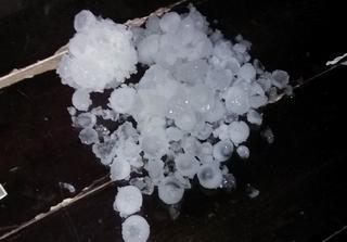 [讨论]昨晚的那场冰雹,几十年一见!