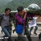 [原创]四川雅安地震感人图片(组图)