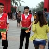 红十字会号召捐款市民你为什么绕行呢?