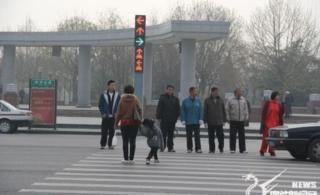 """直击廊坊""""中国式过马路""""斑马线上演百米冲刺"""