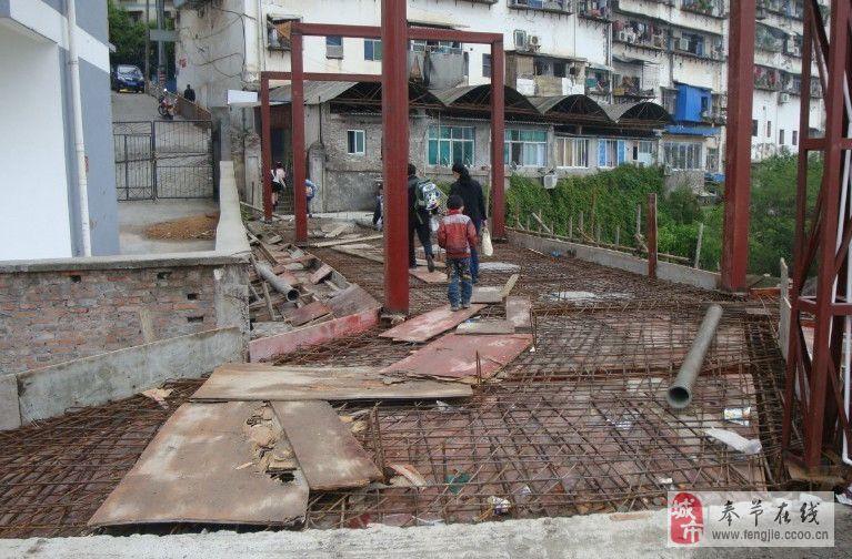滨江新城天桥为何久拖不竣工