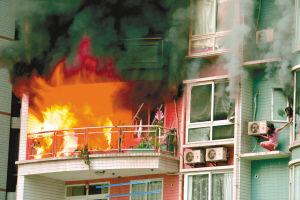 南岸一小区8楼起火 女儿两次让逃生出机会先救爸妈