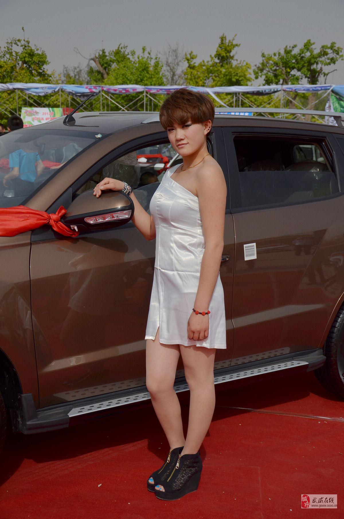 2013武威五一车展车模美女