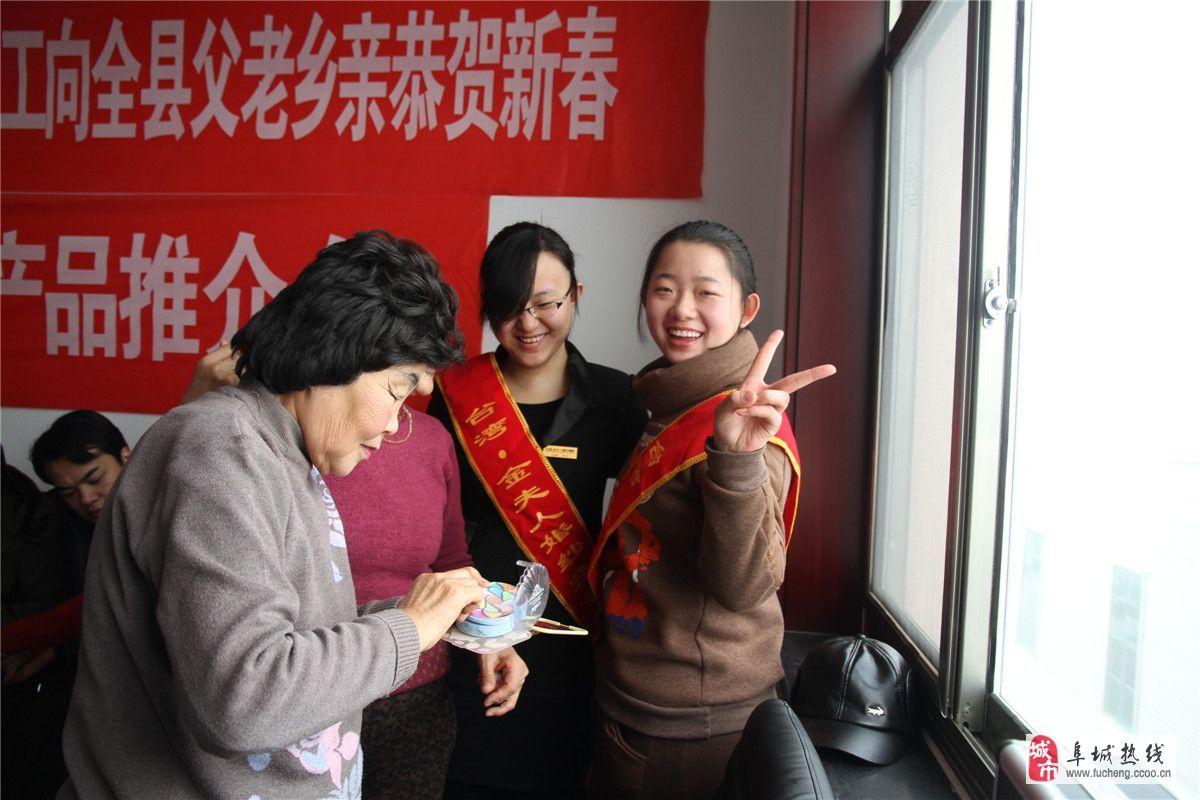 澳门地下赌场娱乐金夫人婚纱影楼为社会公益演出义务跟妆受欢迎