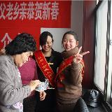 阜城金夫人婚纱影楼为社会公益演出义务跟妆受欢迎