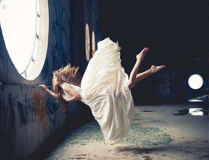 当零重力遭遇裙装美女