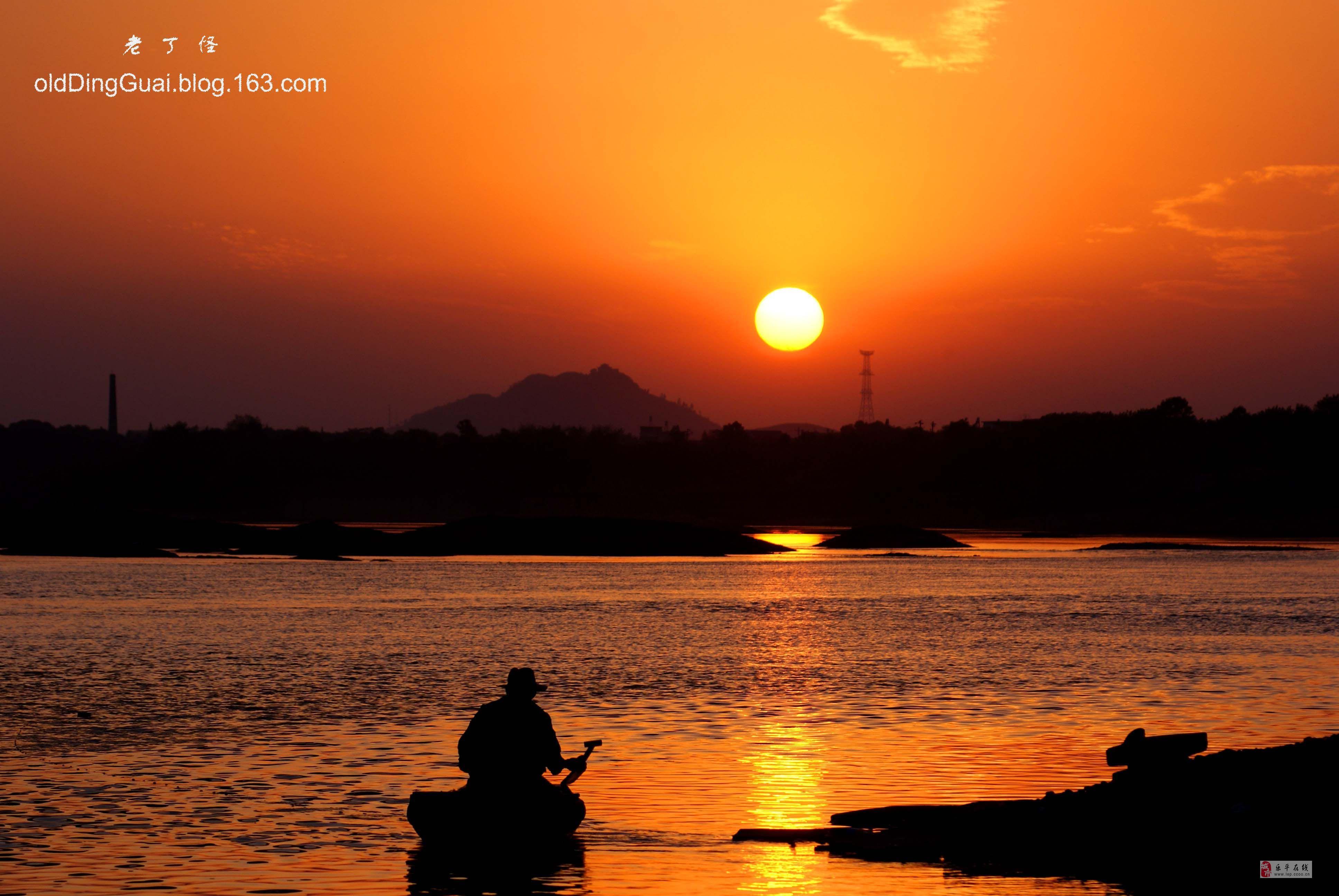 黄昏在海边的情侣剪影唯美摄影高清图片