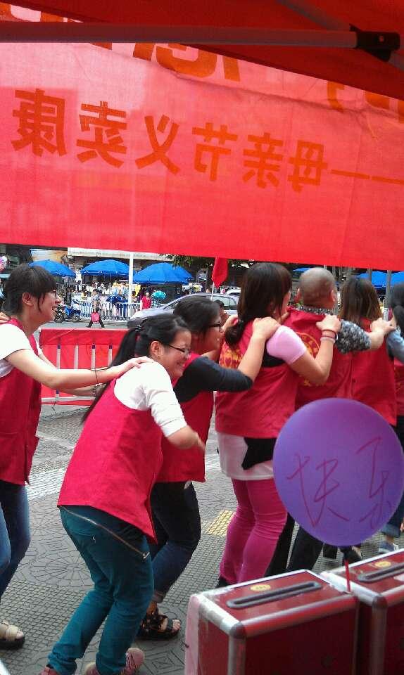 [原创] 龙岩义工母亲节现场义卖康乃馨活动照片