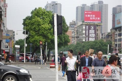 """澳门威尼斯人官网""""中国式过马路"""",""""红灯停,绿灯行""""不起作用"""