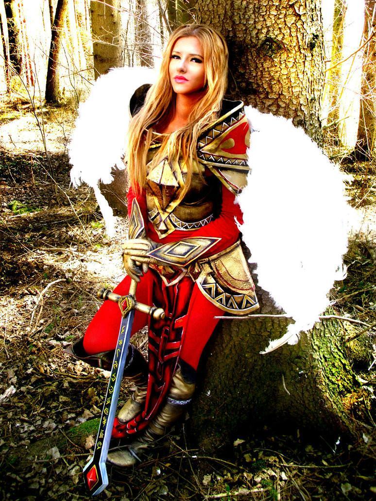 国外凯尔COS:圣光降临 联盟的守护天使