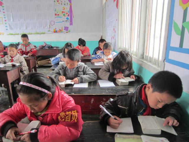 麻江县高枧小学二年级开展查字典比赛活动