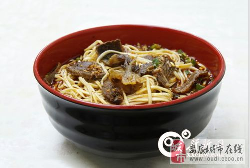 向东街红汤牛肉面  新化的特色美食