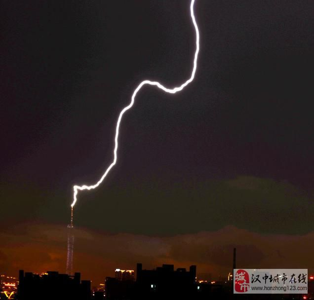 主题: 广州电视塔遭雷击