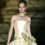 五月时尚新娘巧选婚纱
