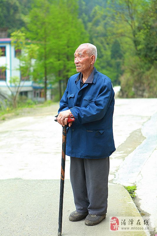 [原创]拄拐棍的白发老人_表情大全图片