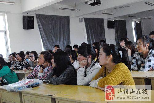 重庆时时彩4昝�'h�Y��_昝校长以丰富渊博的知识功底,风趣幽默的语言风格,勉励广大高三艺术生