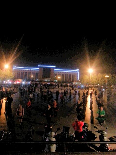 夜色下的澳门威尼斯人游戏官网人口文化广场