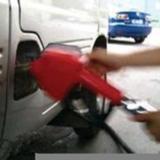 加油时你注意过加油员的这个小动作吗?