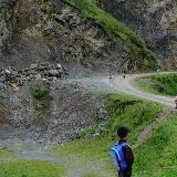 路过马楠山,一群小朋友带我找玛雅和水晶