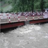 如此大的洪水 住在河岸又没有河坝的我 该如何是好