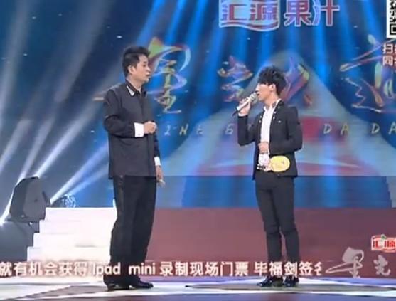 """(视频)新葡京籍青年""""星光大道""""反串演唱""""乡恋""""。"""