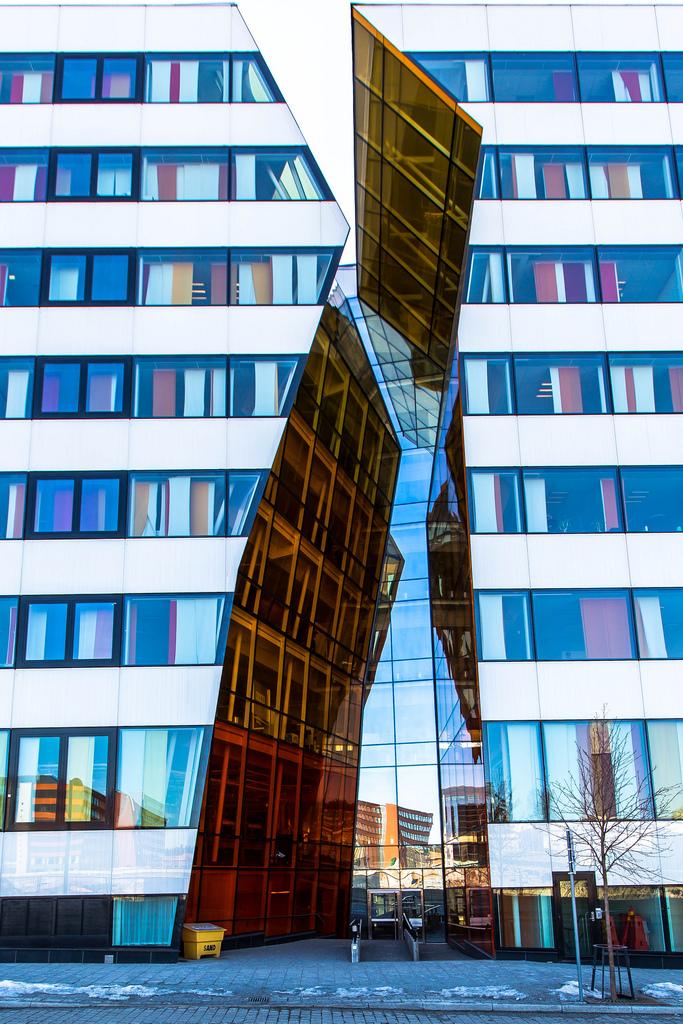 全球13座不可思�h的玻璃建筑
