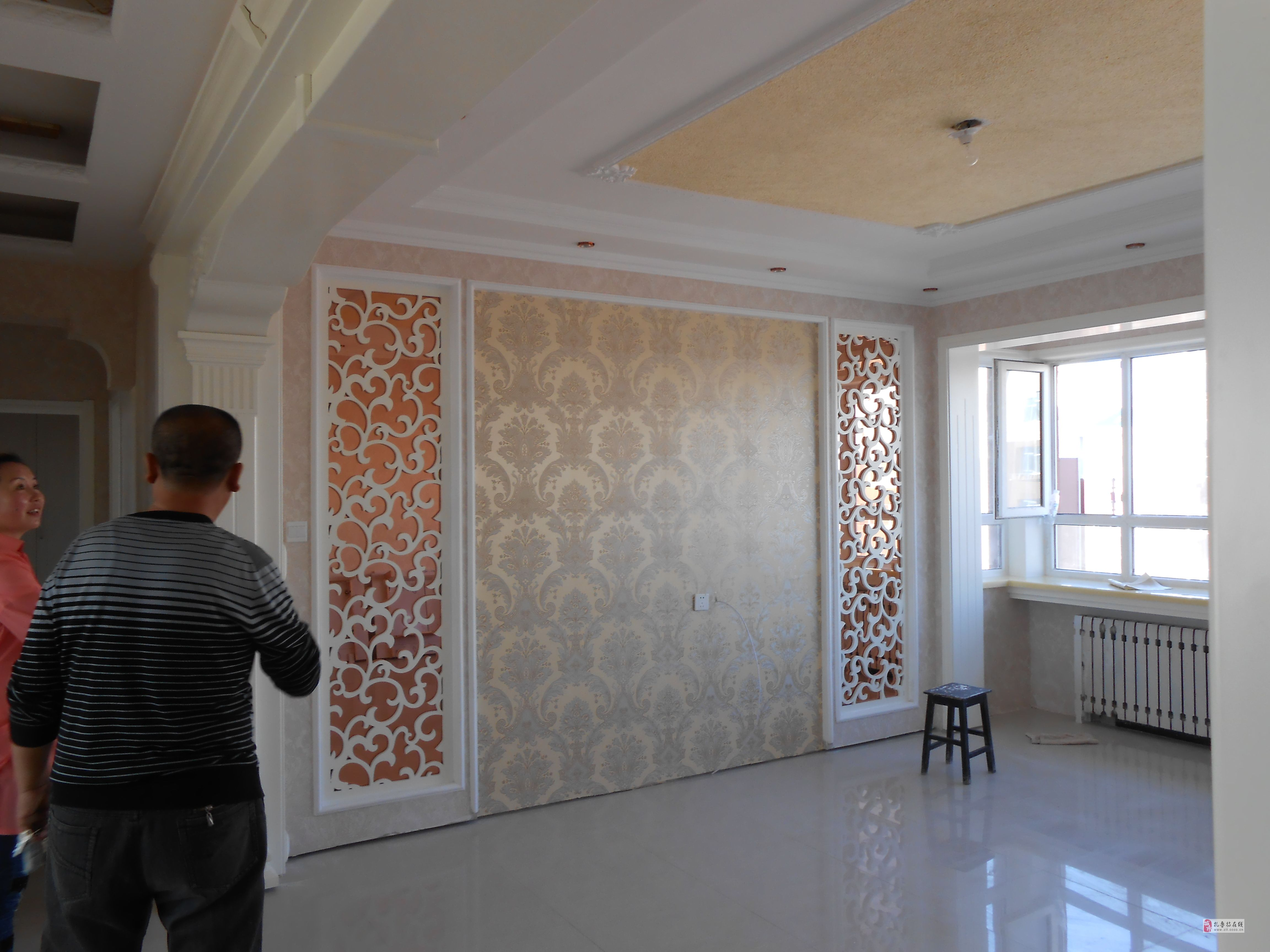 装修房子先贴木地板还是先贴墙纸?