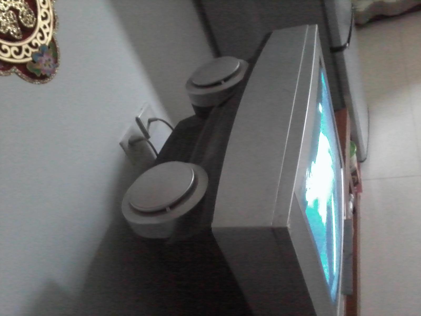 刚换了液晶电视机,闲置一台创维29寸纯平电视机色彩艳丽,环绕立体声,低音炮,使用正常!300元转让,(随机送德赛VCD一台)!电话18691451583