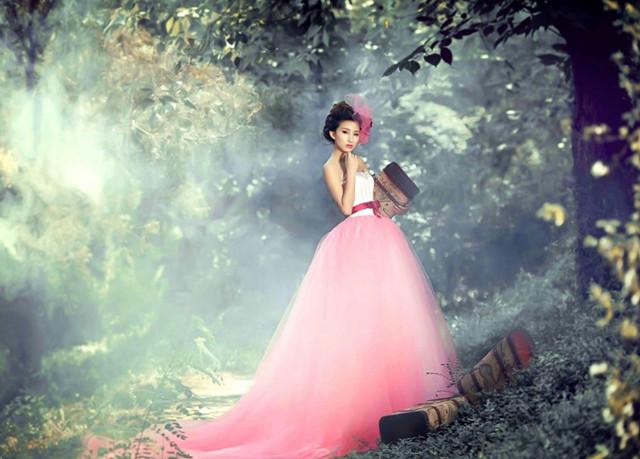 想要拍出唯美梦幻的森林系 婚纱照,只要找到一处美丽的森林或田园,配
