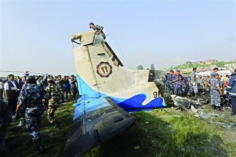 飞机失事后的1男6女