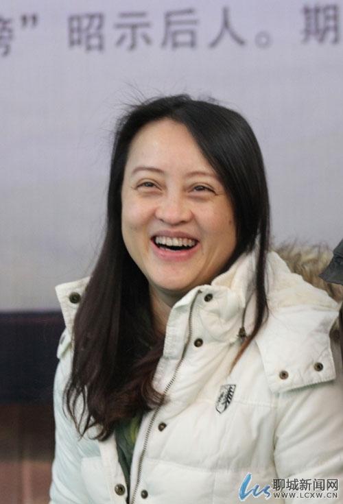 羽毛球奥运冠军龚智超跟随恩师来冠县捐钱捐物