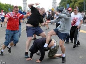 欧洲杯爆发球迷流血骚乱 俄波球迷大暴乱群殴