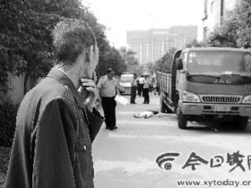 货车倒车婆媳被碾身亡 司机称未见有人(图)