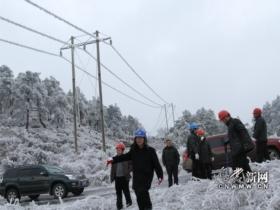 赫章供电局快速行动消除线路冰