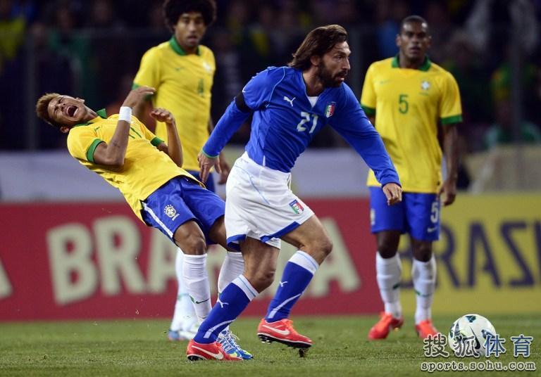 ...意大利进行强强对话.最终意大利与巴西2-2战平.上半场弗雷...