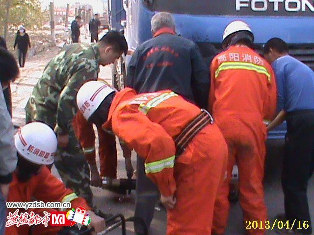 卡車司機開車睡著高陽三(san)輪(lun)車夫婦被撞出(chu)200米
