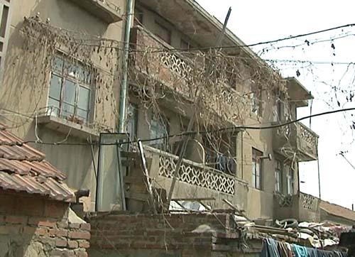 房产证回来登记,邻居由此得知即墨古城要改造了,?#20973;?#30340;老房子要换成新