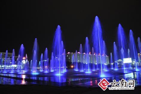 是一个集音乐,喷泉,灯光,音响于一体的综合性水景表演文化广场,项目图片