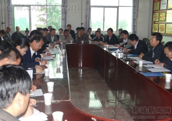 渭南市副市长吴蟒成来芝阳镇开展群众路线教育调研