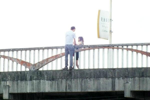 洪雅新大桥为情跳桥